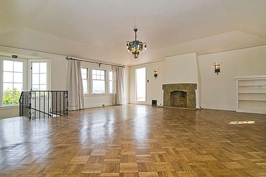 155 St. Elmo living room Photo: Vanguard Properties