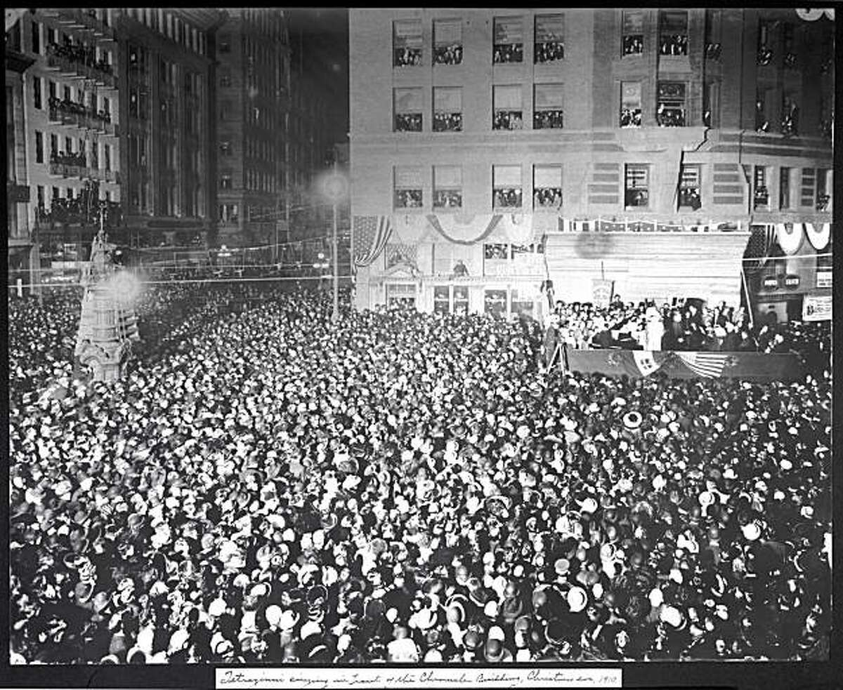 Opera singer Luisa Tetrazzini sings in front of the Chronicle building Christmas eve 1910. Photo was taken: 12/24/1910. SF History Center,