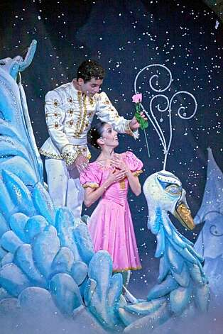 Ramon Moreno and Maria Jacobs-Yu in Dennis Nahat?s THE NUTCRACKER. Photo by John Gerbetz Photo: John Gerbetz