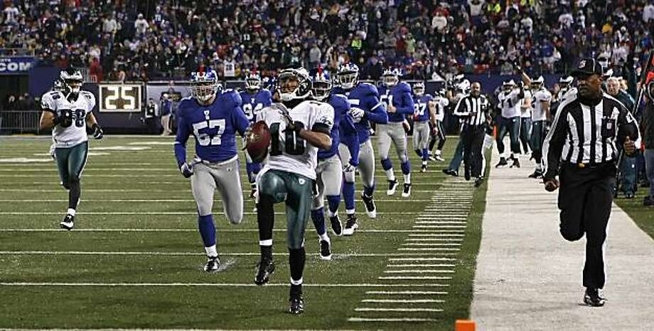 Philadelphia Eagles DeSean Jackson scores a touchdown during the second quarter in East Rutherford, New Jersey, Sunday, December 13, 2009. (Ron Cortes/Philadelphia Inquirer/MCT) Photo: Ron Cortes, MCT