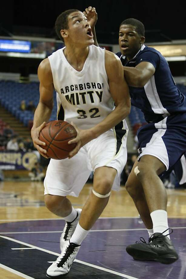 Archbishop Mitty player Aaron Gordon attempts to score against Summit High School in the Boys Division 2 High School State Basketball Championship held at Power Balance Arena in Sacramento Calif, on Friday March 25, 2011. Photo: Alex Washburn, The Chronicle