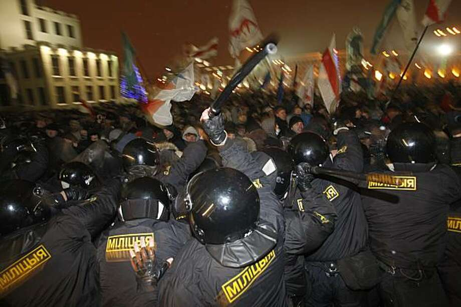 Riot police clash with demonstrators trying to storm the government building in the Belarusian capital, Minsk, Sunday, Dec. 19, 2010. Thousands of opposition supporters in Belarus tried to storm the main government building to protest what the oppositionclaims was large-scale vote-rigging in Sunday's presidential election. Photo: Sergei Grits, AP