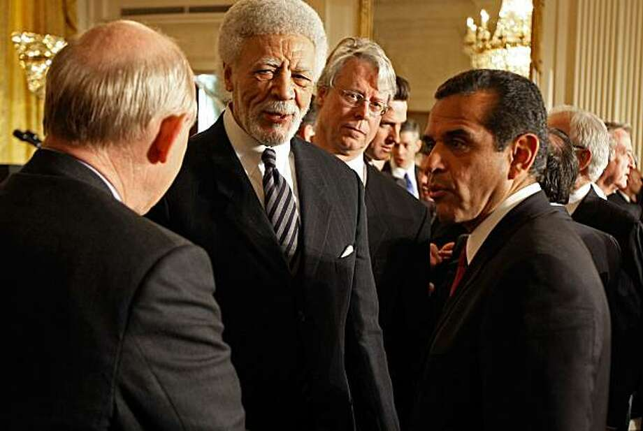 WASHINGTON - FEBRUARY 20:  Los Angeles Mayor Antonio Villaraigosa (R) and Oakland Mayor Ron Dellums (C) join other members and leaders in the East Room of the White House February 20, 2009 in Washington, DC. President Barack Obama addressed the mayors about the economic stimulus plan and the newly created White House Office of Urban Affairs.  (Photo by Chip Somodevilla/Getty Images) Photo: Chip Somodevilla, Getty Images