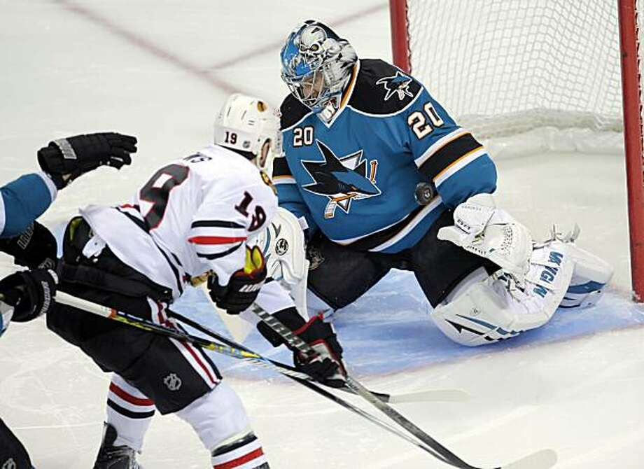 Evgeni Nabakov blocks a shot in the first period against the Chicago Blackhawks in Game 2 of the Western Conference Finals in San Jose on Tuesday. Photo: Carlos Avila Gonzalez, The Chronicle