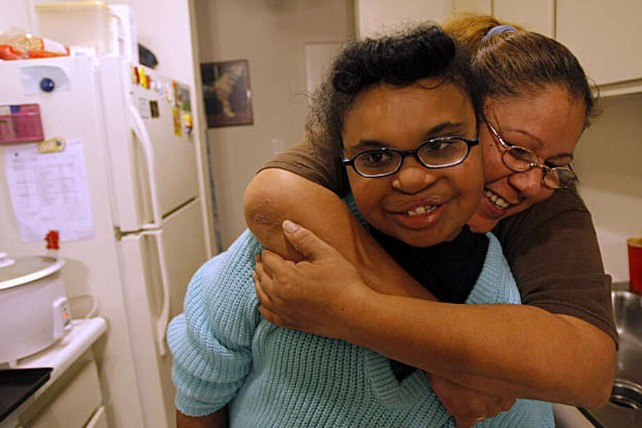 Monica Martin and her daughter Cesi at their apartment in Pacifica, Calif., on Nov. 19, 2010. Photo: Michelle Gachet, The Chronicle