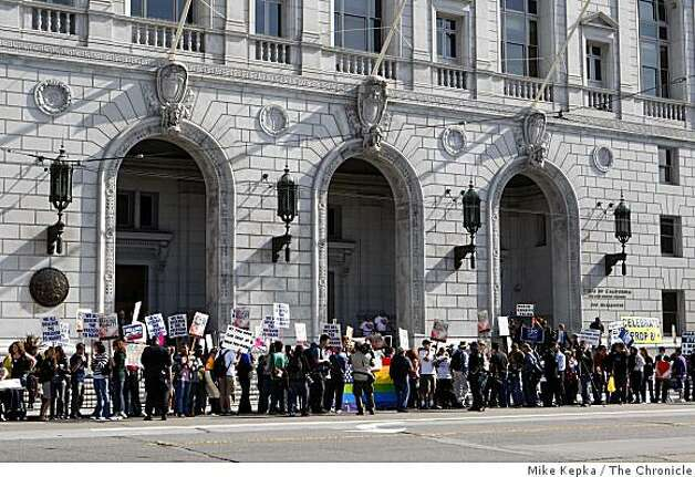 A growing crowd gathers outside the California Supreme Court on Tuesday in San Francisco to hear the decision about Proposition 8. Photo: Mike Kepka, The Chronicle