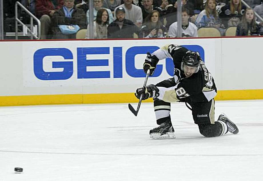 Pittsburgh Penguins' Sidney Crosby shoots for his second goal of the NHL hockey game, in the second period against the Toronto Maple Leafs, Wednesday, Dec. 8, 2010, in Pittsburgh. Photo: Keith Srakocic, AP
