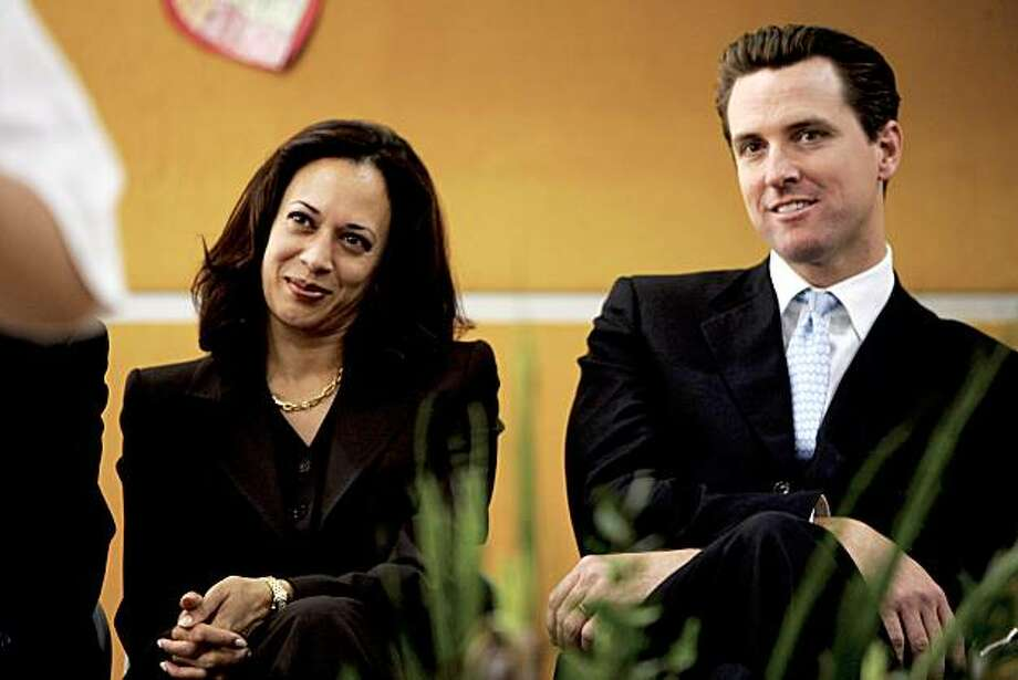 "San Francisco District Attorney Kamala Harris and Mayor Gavin Newsom watch students perform prior to S.F. schools superintendent Arlene Aackerman's ""state of the schools address"" at Tenderloin Community School. Photo: Darryl Bush, SFC"