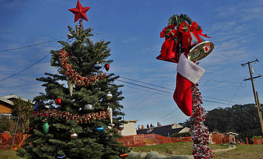 A lone christmas tree sits on the empty lot that belongs to the Hensel family,Tuesday Dec. 7, 2010, as builders work on replacing the roofs on homes off of Concord Way, in San Bruno, Calif. Photo: Lacy Atkins, The Chronicle