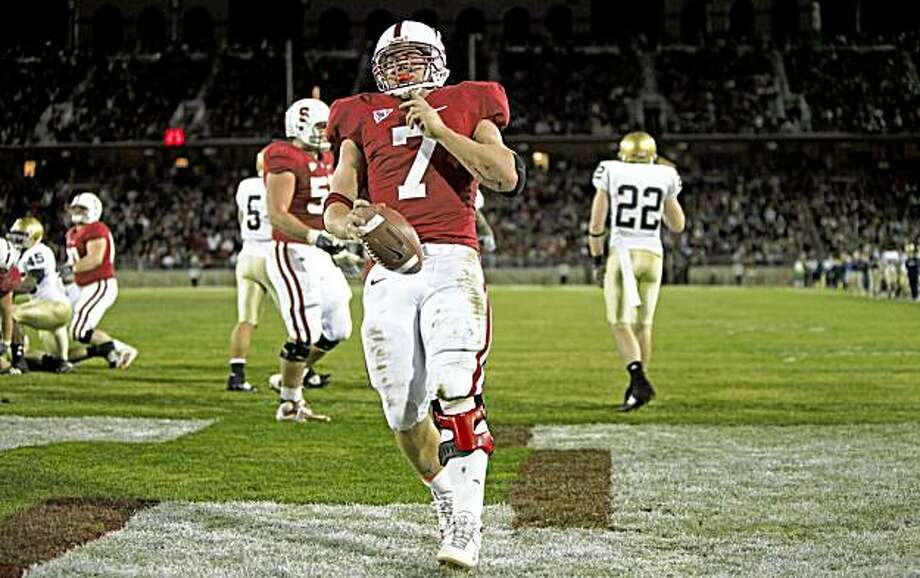 Stanford running back Toby Gerhart runs into the end zone for a touchdown late in the fourth quarter Saturday. Photo: Lance Iversen, The Chronicle