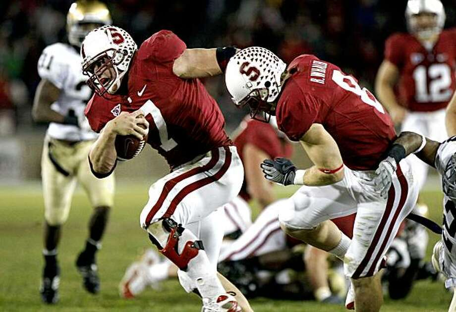 Stanford running back Toby Gerhart drives for a first down late in the fourth quarter against Notre Dame on Saturday. Photo: Lance Iversen, The Chronicle