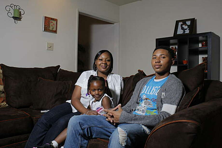 Lakesha Wyatt poses at her home with her two children Miauni, 4, and Migeriea, 14, Monday, November 16, 2010, San Leandro, Calif.  A few days after Wyatt and her children moved into their new home her hours at Eden Hospital were cut in half. Photo: Adm Golub, The Chronicle