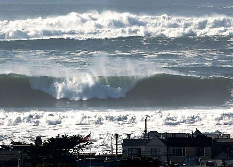 Twenty to twenty-five foot waves break off Ocean Beach in San Francisco on Thursday. Large waves upwards of thirty feet are battering the coast of northern California. Photo: George Nikitin, AP