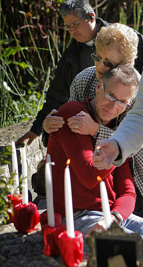 World AIDS Day in S.F. - remembering, celebrating - SFGate