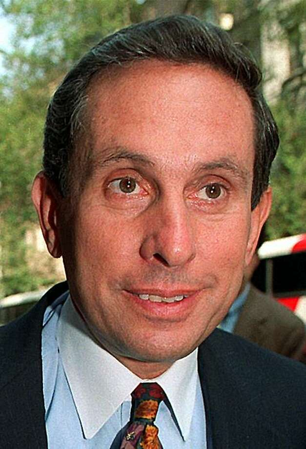 Former New York Rep. Stephen Solarz is shown in New York in a September 1992 file photo.  Solarz, died on Monday, Nov. 29, 2010. He was 70. Photo: Richard Harbus, AP