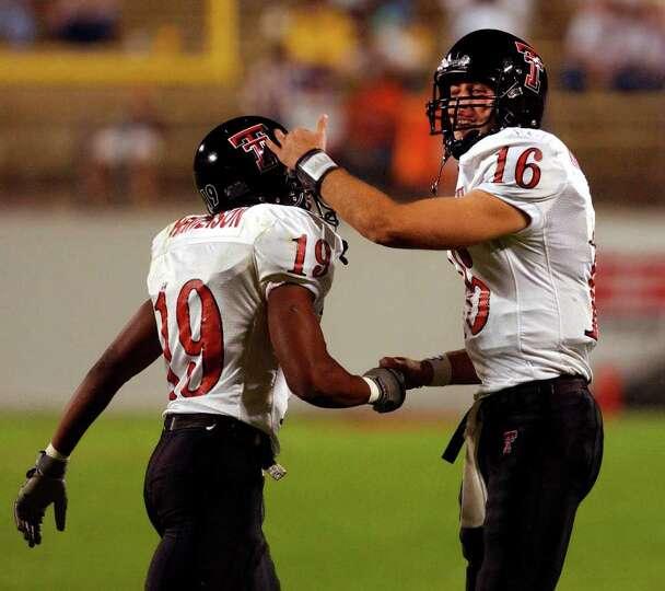Texas Tech quarterback Kliff Kingsbury (16) celebrates with teammate Taurean Henderson after Henders