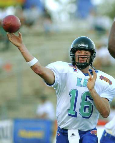 Texas Tech quarterback Kliff Kingsbury passes for the North (Kai) team in the first half of the Hula Bowl game Saturday, Feb. 1, 2003, at Wailuku, Hawaii on the island of Maui. Photo: MATT THAYER, AP / MAUI NEWS