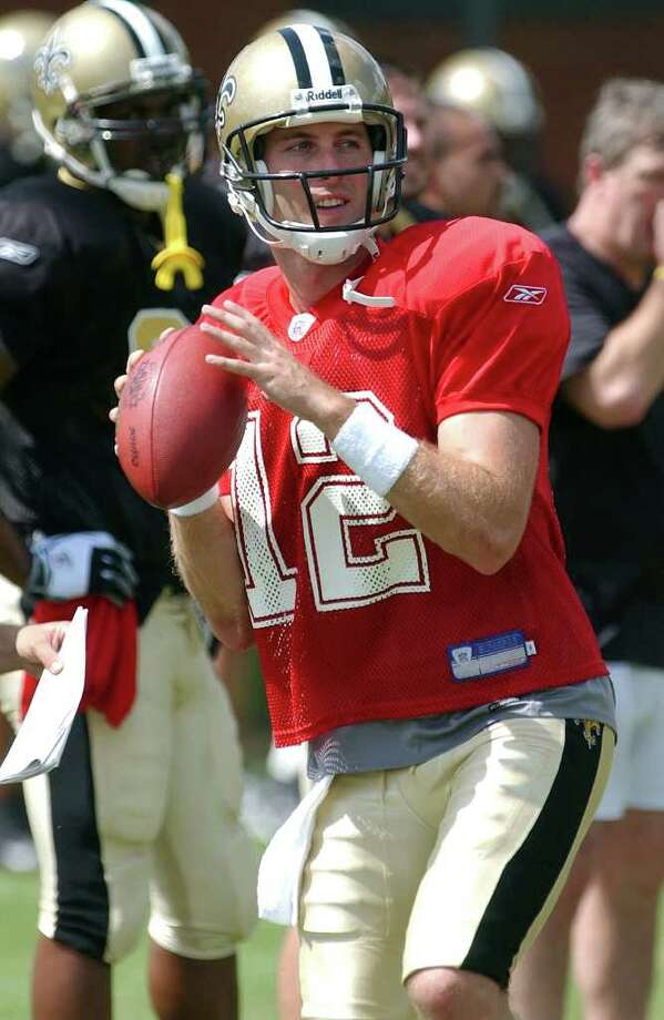 SPORTS  Kliff Kingsbury throws to receivers during practice at Trinity for the New Orleans Saints.  NEW ORLEANS SAINTS FOOTBALL PRACTICE AT TRINITY AND ALAMO STADIUM   TOM REEL/STAFF   SEPTEMBER 15, 2004. Photo: TOM REEL, SAN ANTONIO EXPRESS-NEWS / SAN ANTONIO EXPRESS-NEWS