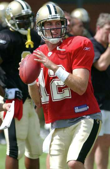 SPORTS  Kliff Kingsbury throws to receivers during practice at Trinity for the New Orleans Saints.