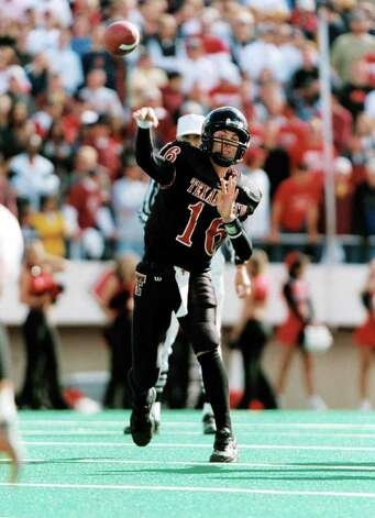 SPORTS  -  PHOTO IS 6.5 INCHES DEEP -     junior quarterback Kliff Kingsbury of Texas Tech, courtesy of