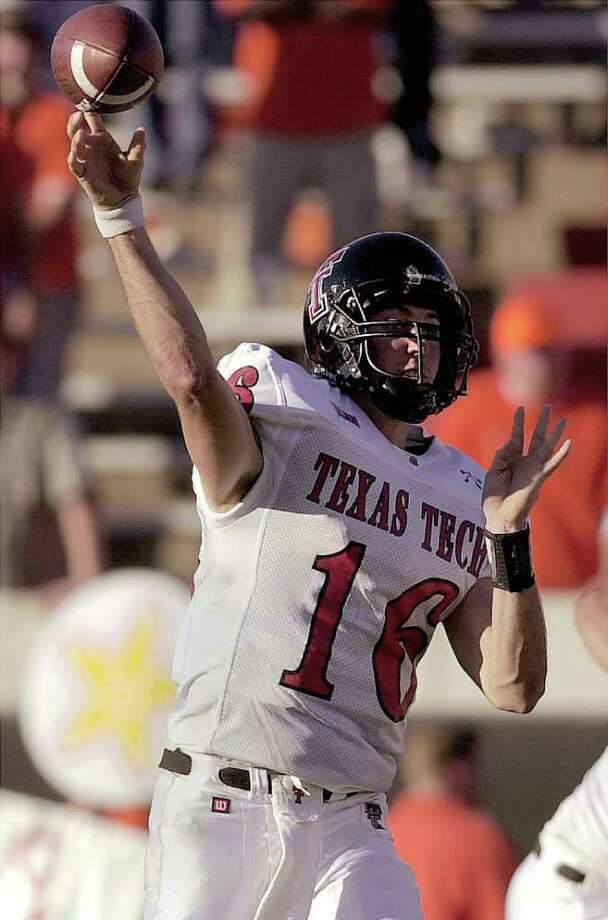 Texas Tech quarterback Kliff Kingsbury throws a pass against Oklahoma State, Saturday, Nov. 10, 2001, in Stillwater, Okla. Kingsbury completed threw for 440 yards and four touchdowns in Tech's 49-30 victory. Photo: CHRIS LANDSBERGER, AP / AP