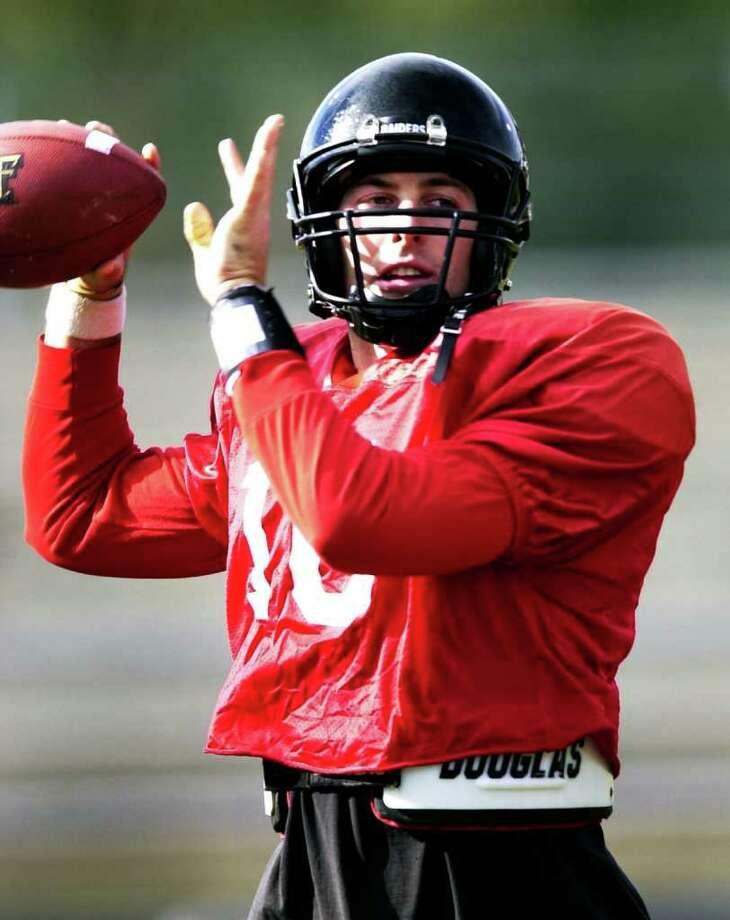 SPORTS: Texas Tech quarterback Kliff Kingsbury passes at practice at Trinity University Monday in preparation for Saturday's Alamo Bowl game against Iowa. John Davenport / Staff Photo: JOHN DAVENPORT, SAN ANTONIO EXPRESS-NEWS / SAN ANTONIO EXPRESS-NEWS
