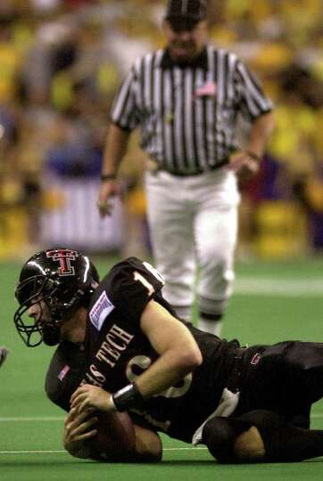 Texas Tech quarterback Kliff Kingsbury reacts after being forced out of the pocket during the last m