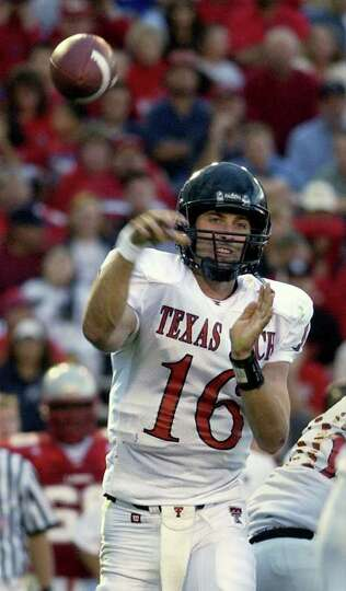 Texas Tech's Kliff Kingsbury throws in the second quarter against New Mexico at University Stadium i