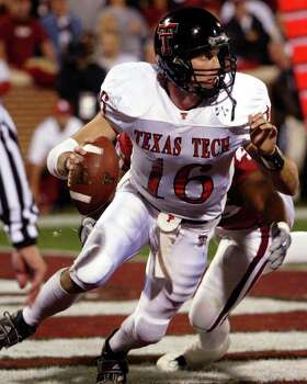 ** FILE CORRECTS TO BIG 12 PLAYER OF THE YEAR ** Texas Tech quarterback Kliff Kingsbury, front, is chased into the end zone and brought down by Oklahoma defensive end Jimmy Wilkerson, rear, for a safety Nov. 23, 2002 in Norman, Okla. Kingsbury is The Associated Press offensive player of the year in the Big 12. Photo: SUE OGROCKI, AP / AP