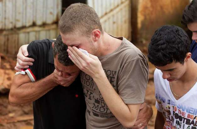 Relatives mourn during the funeral procession of a family killed by a mudslide in Jamapara, Rio de Janeiro state, Brazil, on Tuesday.  Photo: AP