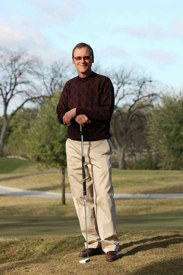 Bobby Baugh, 53, hasn't let an extremely rare autoimmune disease keep him from winning local tournaments. Photo: JERRY LARA, San Antonio Express-News / SAN ANTONIO EXPRESS-NEWS