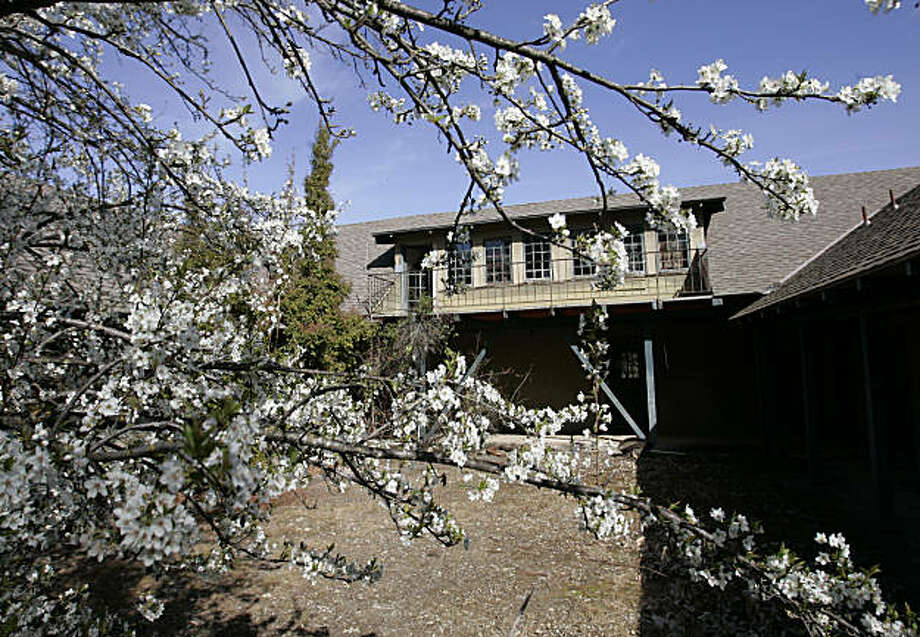 Exterior view of the Juana Briones House, Palo Alto's oldest house, in Palo Alto, Calif., Friday, March 9, 2007. The house is slated for demolition after preservationists and local officials lost a nine-year court battle to save the 160-year-old structure. Photo: Paul Sakuma, AP