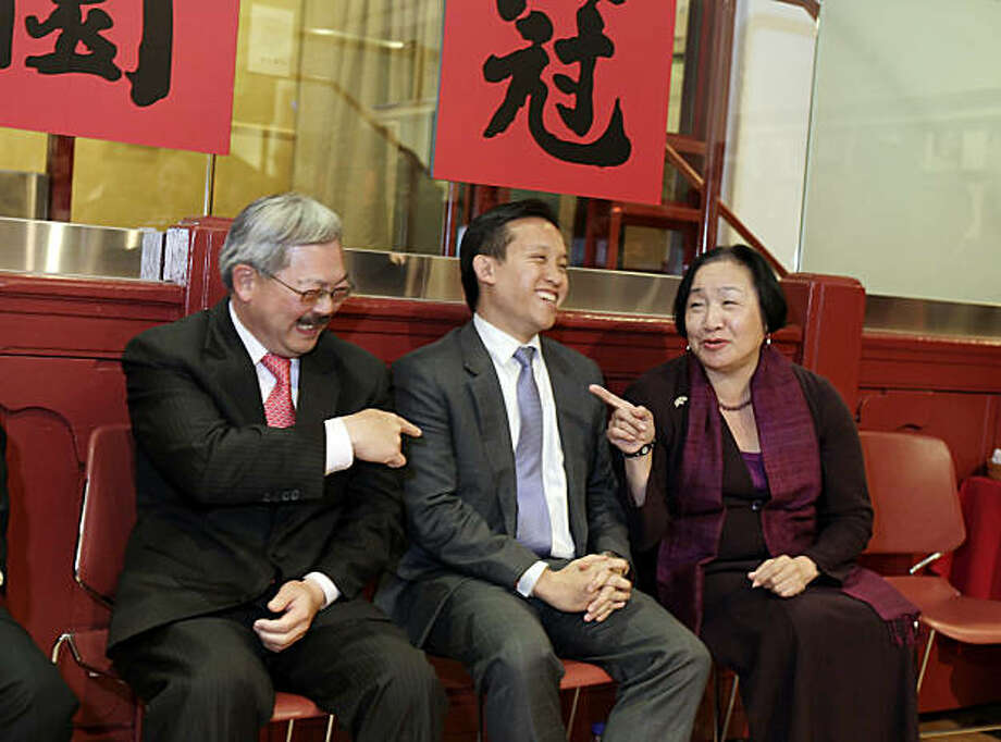 With SF Supervisors President David Chiu caught in the middle, SF Mayor Ed Lee, left, and Oakland Mayor Jean Quan, right, joke around before the ceremony in their honor. Lee, Quan and Chiu were feted at the Chinese Historical Society  in San Francisco, Calif., on Wednesday, February 16, 2011, by the Asian Pacific American Leadership Project. Photo: Carlos Avila Gonzalez, The Chronicle
