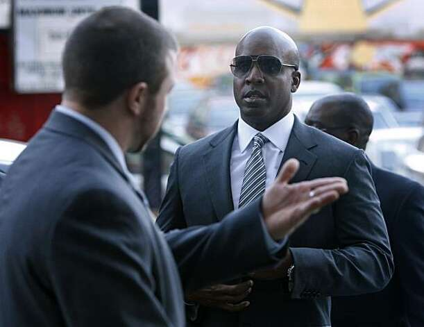 Barry Bonds arrives at the Phillip Burton Federal Building to attend an evidence hearing before his upcoming trial in San Francisco, Calif., on Friday, Jan. 21, 2011. Photo: Paul Chinn, The Chronicle
