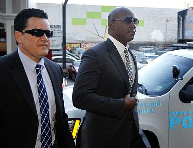 Barry Bonds (right) is escorted into the Phillip Burton Federal Building to attend an evidence hearing for his upcoming trial in San Francisco, Calif., on Friday, Jan. 21, 2011. Photo: Paul Chinn, The Chronicle