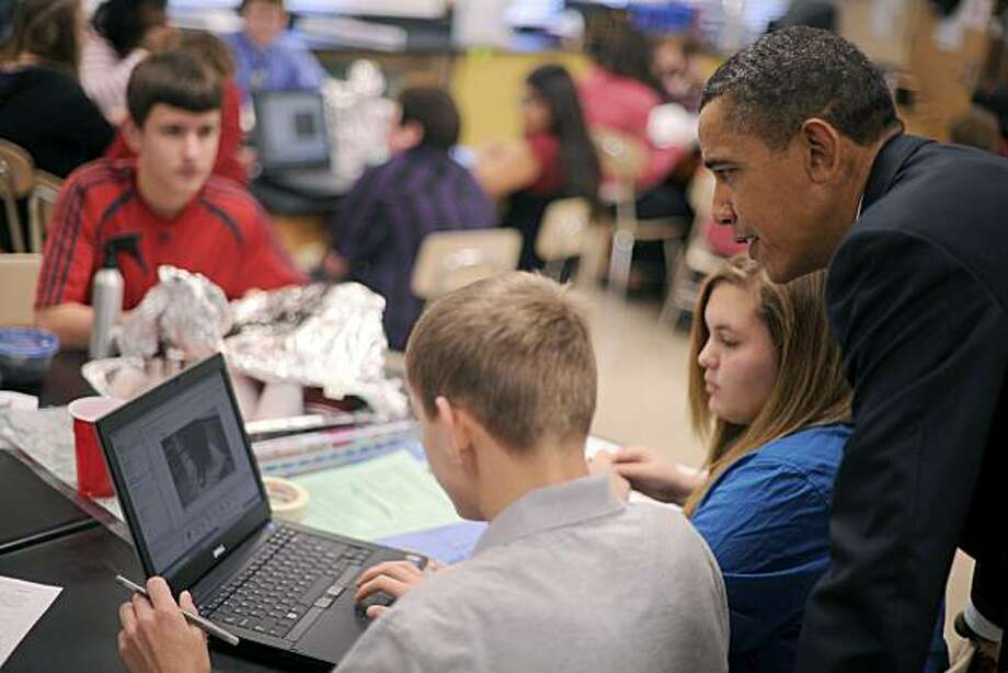 US President Barack Obama  tours a science class during a visit to Parkville Middle School and Center of Technology on Feburary 14, 2011 in Baltimore, Maryland. Photo: Tim Sloan, AFP/Getty Images