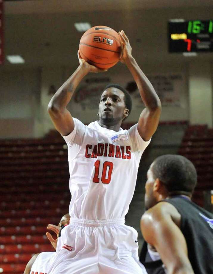 Lamar guard Brandon Davis, puts up a jump shot against University  Central Arkansas in the firs half of their game at the Montagne Center in Beaumont on Saturday, January 22, 2011. Valentino Mauricio/The Enterprise Photo: Valentino Mauricio / Beaumont