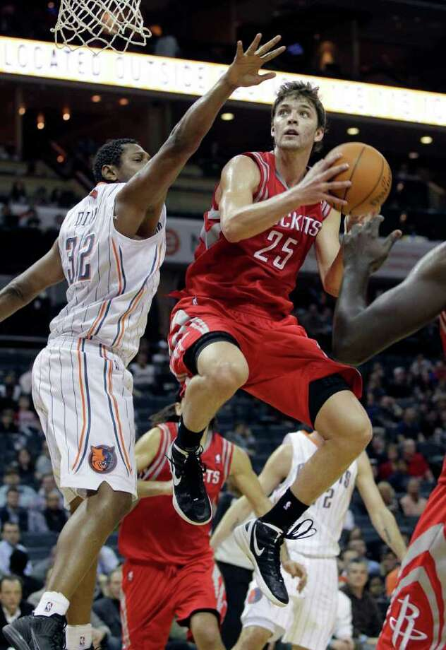 Houston Rockets' Chandler Parsons (25) drives past Charlotte Bobcats' Boris Diaw (32) during the second half of the Rockets' 82-70 win in an NBA basketball game in Charlotte, N.C., Tuesday, Jan. 10, 2012. (AP Photo/Chuck Burton) Photo: Chuck Burton, Associated Press / AP