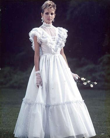 Design empire began with gunne sax sfgate for Jessica designs international wedding dresses