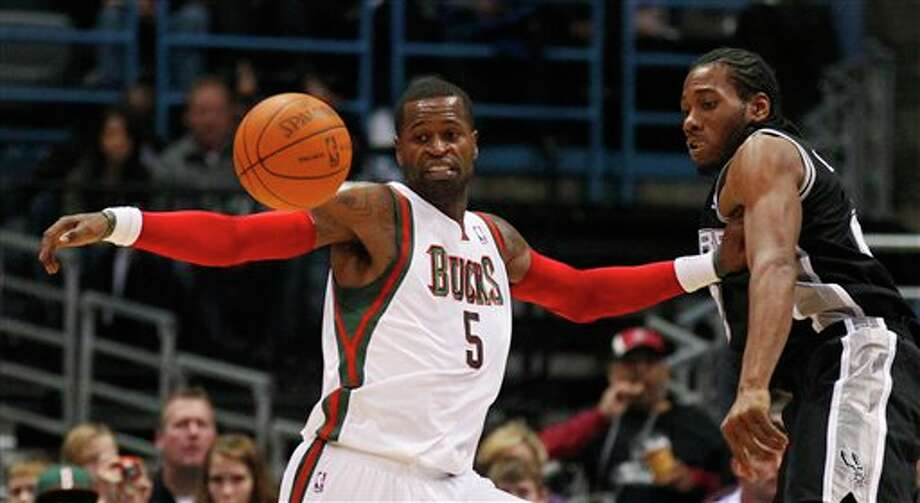Milwaukee Bucks' Stephen Jackson (5) and San Antonio Spurs' Kawhi Leonard, right, look at a loose ball during the first half of an NBA basketball game Tuesday, Jan. 10, 2012, in Milwaukee. (AP Photo/Jeffrey Phelps) Photo: Associated Press