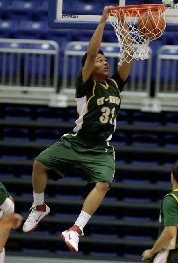 Kavin Tilbury had a huge week on the hardwood. Photo: Melissa Phillip, Houston Chronicle / © 2011 Houston Chronicle