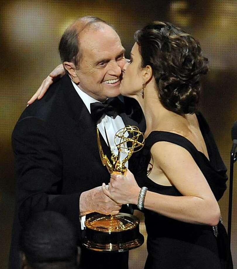 """""""30 Rock"""" star Tina Fey kisses presenter Bob Newhart after the show won the award for best comedy series at the 61st Primetime Emmy Awards on Sunday, Sept. 20, 2009, in Los Angeles. (AP Photos/Mark J. Terrill) Photo: Mark J. Terrill, AP"""
