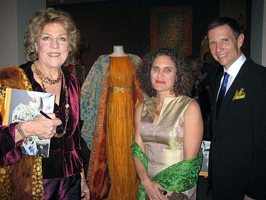 Isabelle de Borchgrave (left) with FAM curator Jill D'Allesandro and FAM Director John Buchanan at the Legion of Honor. Feb. 2010. By Catherine Bigelow. Photo: Catherine Bigelow, Special To The Chronicle
