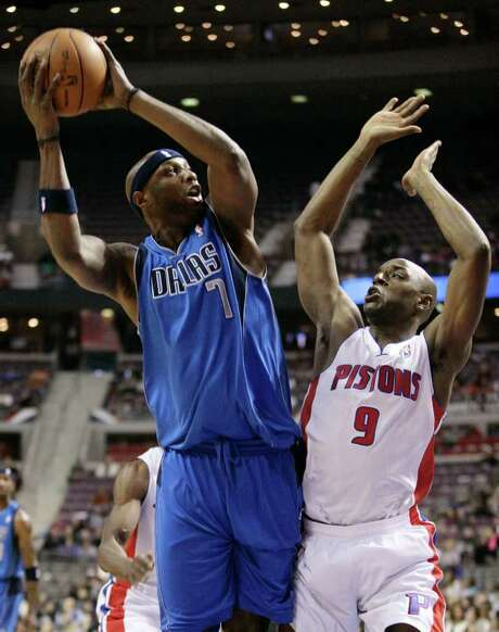 The Mavericks' Lamar Odom only scored five points off the bench, but Dallas didn't need him in a win in Detroit. Photo: AP