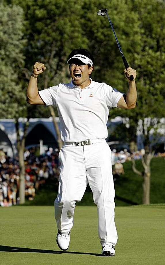 Y.E. Yang, of South Korea, celebrates after winning the 91st PGA Championship at the Hazeltine National Golf Club in Chaska, Minn., Sunday, Aug. 16, 2009. (AP Photo/Morry Gash) Photo: Morry Gash, AP