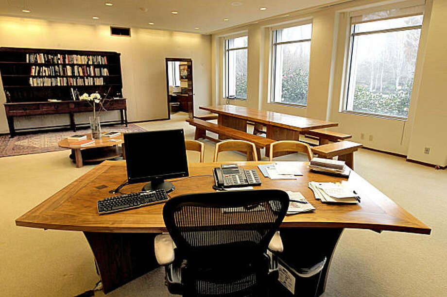 The inner office of Governor Jerry Brown, at the State Capital building in Sacramento, Ca. on Friday Jan. 28, 2011. Governor Brown has made changes to his new office, including a desk, a monastic meeting table and shelves with books. Photo: Michael Macor, The Chronicle