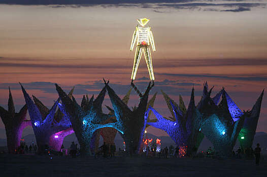 The Burning Man art structure looms over the playa just before sunrise over at Burning Man festival at Black Rock, NV., on September 3, 2009. Photo: Frederic Larson, The Chronicle