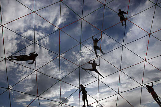 Burners hang off an art structure high over the playa at Burning Man on September 2, 2009. Photo: Frederic Larson, The Chronicle