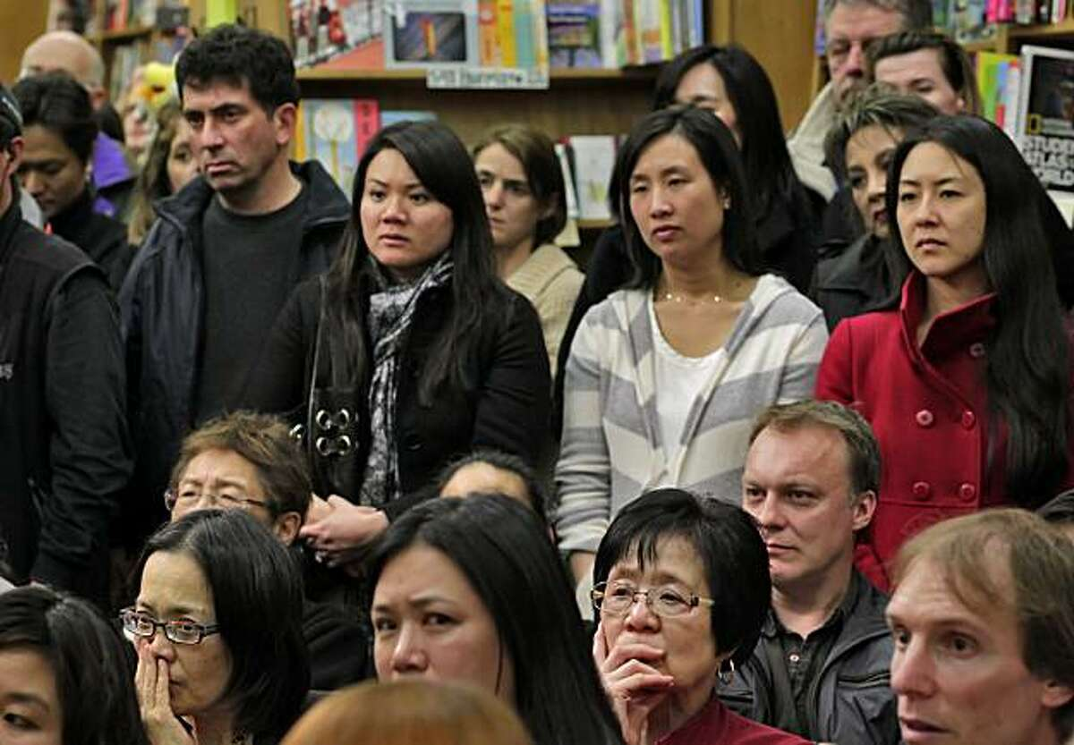 A sold out crowd listens to author Amy Chua reads from her new book