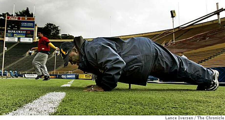 California running back coach: Ron Gould: warms up with a set of sixty push up as his players warm up as Cal prepares for the Emerald Bowl and The Miami Hurricanes. Thursday Dec 18, 2008. Photo: Lance Iversen, The Chronicle
